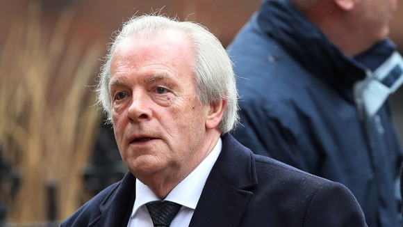 PFA chief executive Gordon Taylor to step down